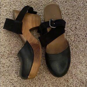 Free People closed toe clogs